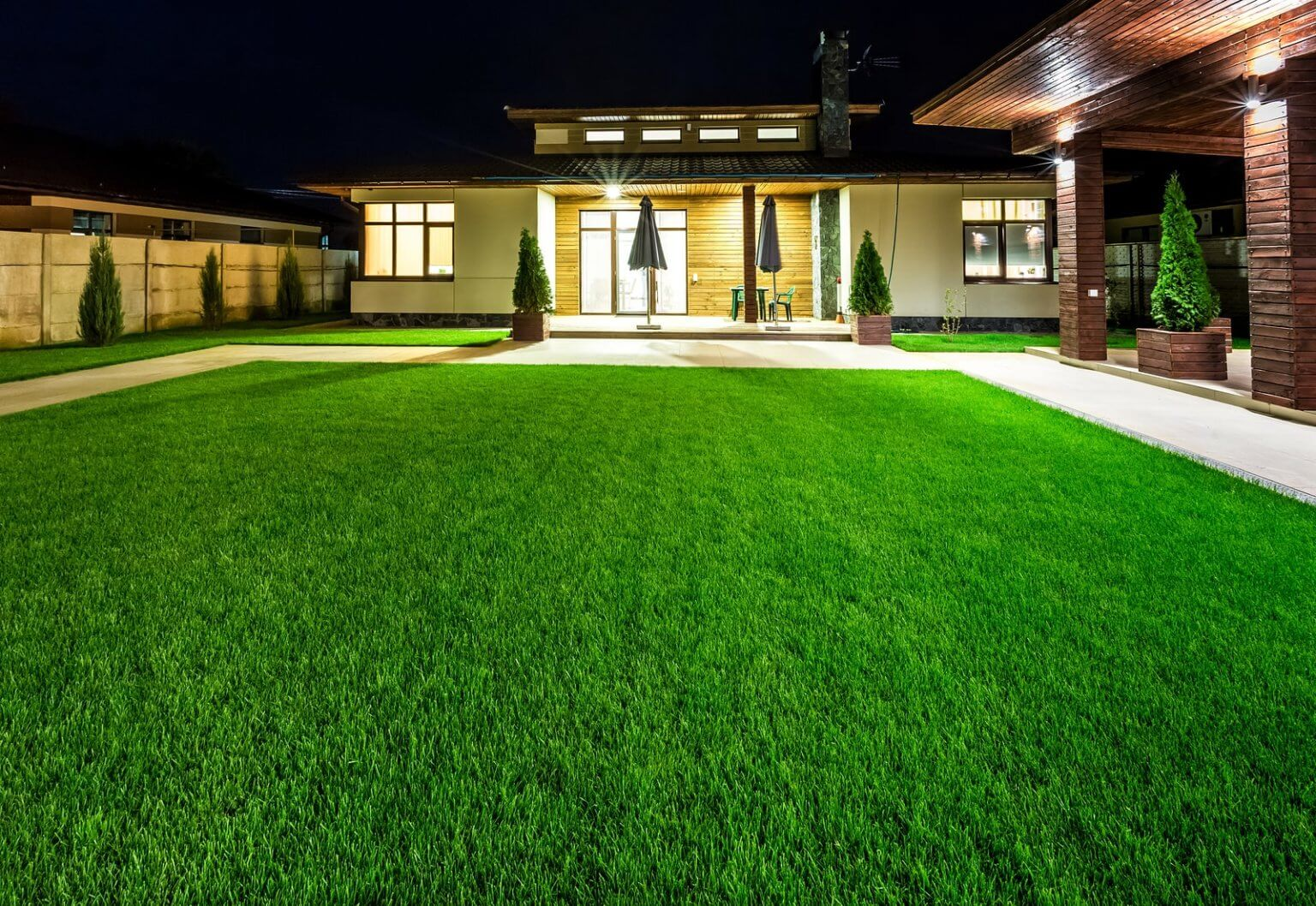 big house artificial grass